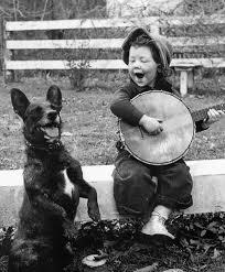 perro-escuchando-música
